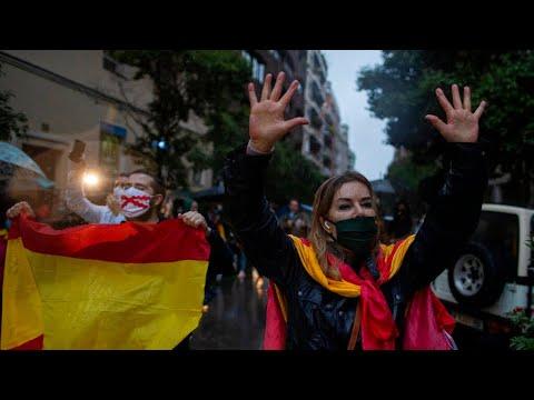 Spain: Citizens in Salamanca protest against lockdown