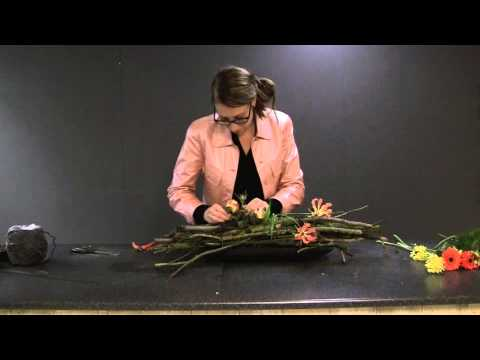 New Hoe maak ik een bloemstuk met weinig bloemen? - YouTube @PT12