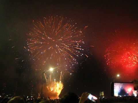 Happy 241st #America ! Love, @macys #Manhattan #Fireworks Grand Finale by Peachy Deegan