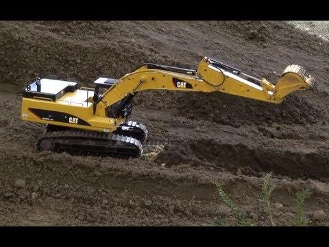 Awesome RC metal excavator Caterpillar 345D with sound and mini trucks roadworks like real!