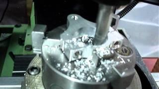 ロータリーテーブルを使ってのステアリングダンパーホルダーの穴拡大