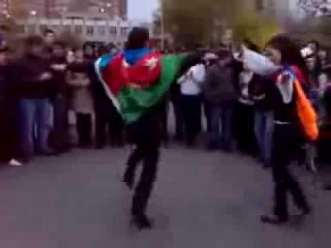 Армянская девушка танцует лезгинку с азербайджанцем