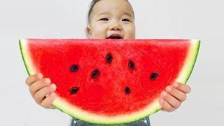 국민이 거대 수박 슬라임 색깔 놀이 해요 Watermelon slime learn colors for kids