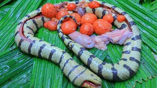 Catching Wild Snake and Cooking Tasty Snake Soup with Bamboo Shoot