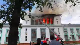 Пожар в здании бывшего речного вокзала. Усть-Кут.