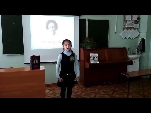 Изображение предпросмотра прочтения – АлёнаШамова читает произведение «Золотистою долиной» А.А.Блока