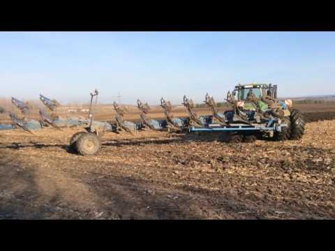 John Deere 9510 R and Lemken 12 furrow ploughing.