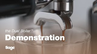 Make a latte with the Dual Boiler™