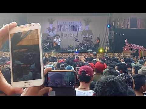 Konser iwan fals situs budaya papua ( aku ada & lancar )