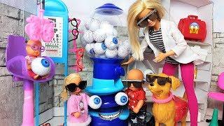 КАТЯ И МАКС ВЕСЕЛАЯ СЕМЕЙКА. МАКС ОПЯТЬ У ОКУЛИСТА #мультики #куклы #doll