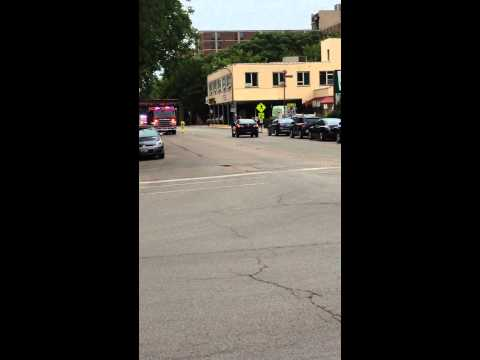 Evanston, Ill Engine 21 and Battalion 21 Responding to a Fire Alarm