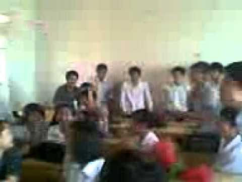 Lớp 12A5 THPT Yên Lạc ngày 20/10/2011 niên khóa 2009-2012 (03).avi