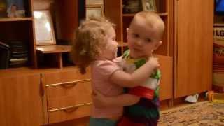 Смешное видео дети танцуют