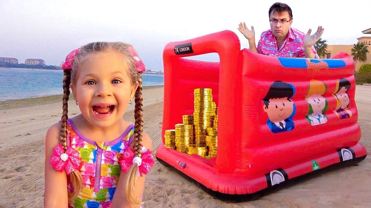 Diana y papá divertida aventura en la playa con juguetes de arena