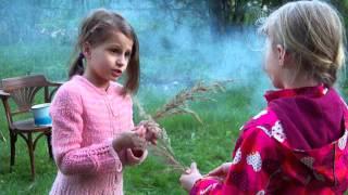 Девочки на даче(Девочки играют на даче., 2016-05-07T22:11:29.000Z)