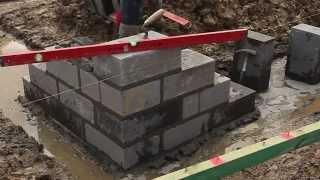 budowa domu - murowanie narożnika