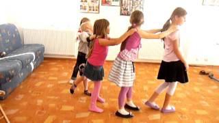 Stonoga,  zabawy przy muzyce, rytmika dla dzieci