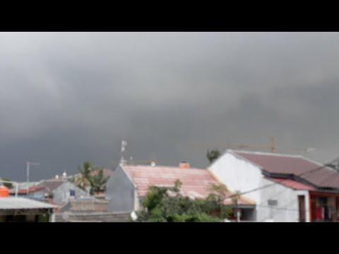 Ngeri ! Live Cuaca Extreme menyerang Jakarta! 18 okt 2017 Mp3