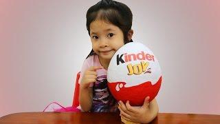Bóc trứng socola Kinder khổng lồ - Giant Kinder Surprise Eggs - AnhAnhChannel.com