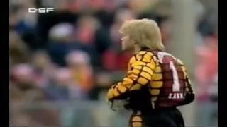 Kahn (FCB) vs. Bodden (1860) - Oliver Kahn rastet aus - Doppel Rot