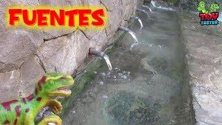 Gambar cover Dino Marino bebe de todas las fuentes de agua porque tiene sed   Dinosaurios de juguete para niños