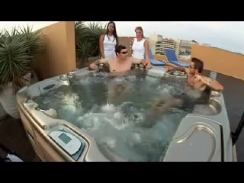 Shane O hot tubs with PHIL HELMUTH in Aruba
