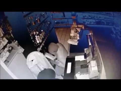 Трое жителей Набережных Челнов обокрали магазин в Бугульме