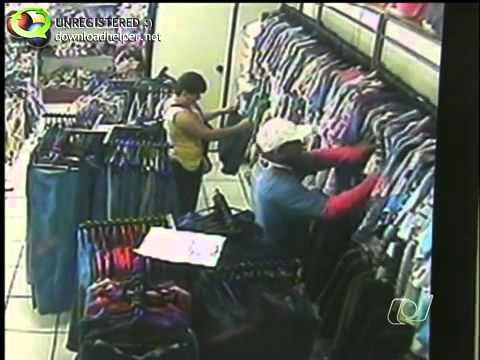Casal usa carrinho de bebê para furtar loja de roupas em Rio Verde