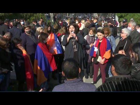 В Азербайджане и Армении прокомментировали заявление по Карабаху.