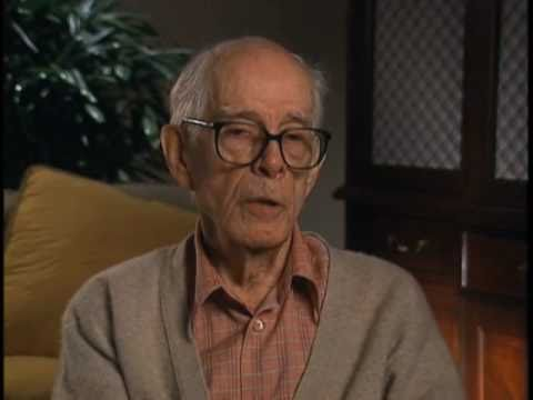 Harry Morgan discusses the tone on the M.A.S.H set - EMMYTVLEGENDS