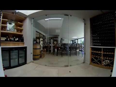 teste-de-dureza-de-garrafas-de-vinho.-acidente-na-adega-de-vinhos.