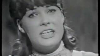 Åse Kleveland sings