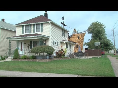 Pirate ship halloween display wows Lorain neighborhood