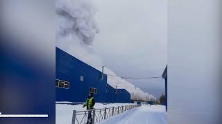 Смотреть видео Взрыв на заводе в Кингисеппе онлайн