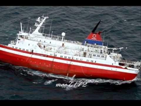 Antarctic Explorer Cruise Ship Hits Ice Sinking