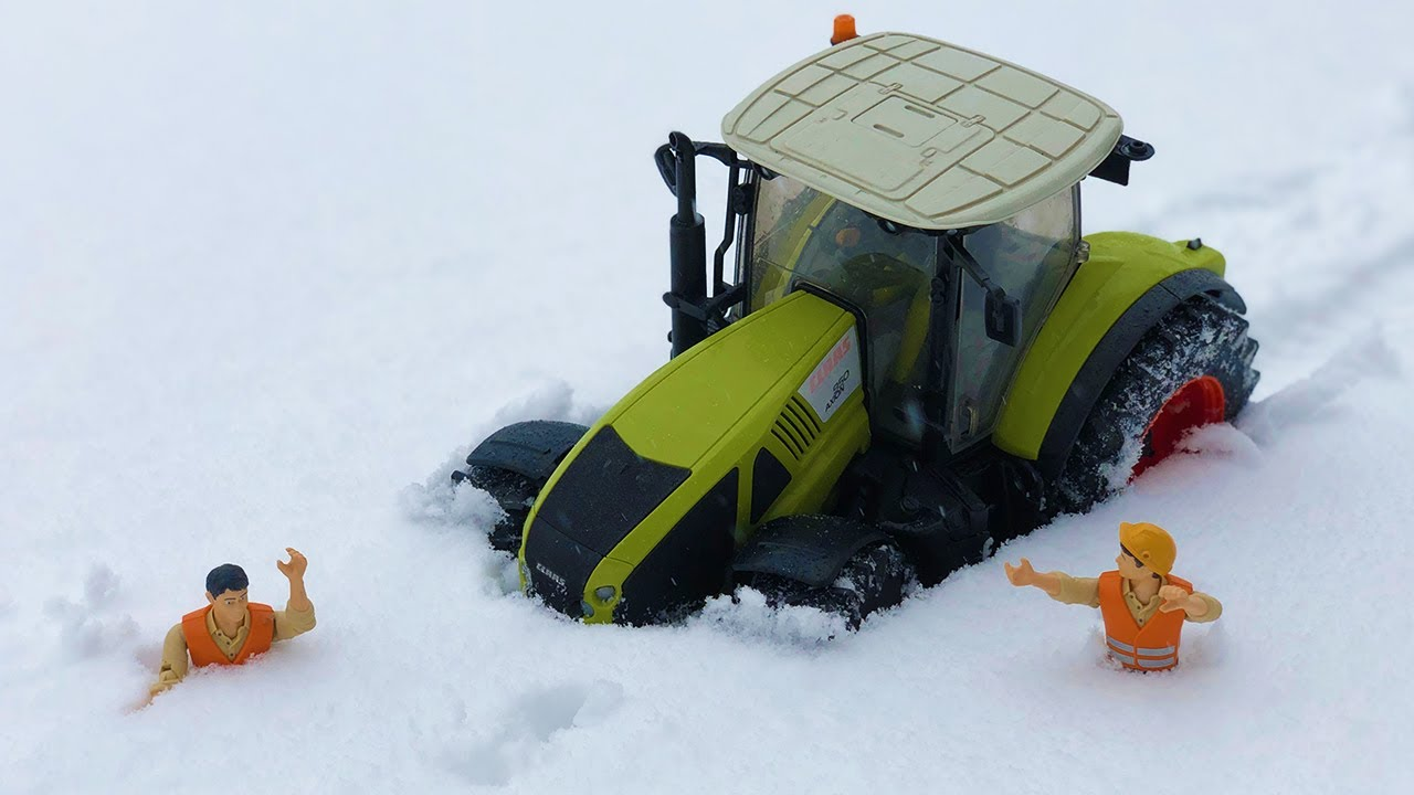 RC TRACTOR stuck in the SNOW!
