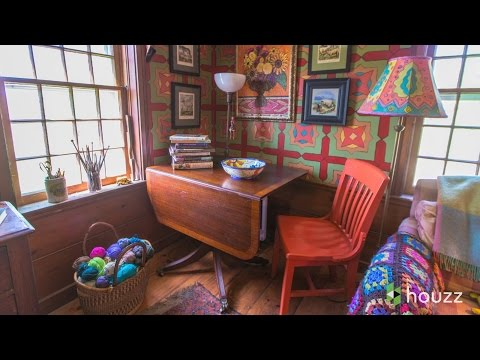 A New England Farmhouse Explodes With Color