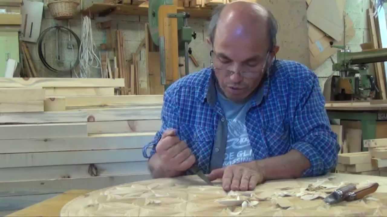 Sculpture sur bois dans le queyras youtube - Sculpture au couteau ...
