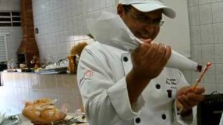 Paulo Oliveira ensina fazer rosa de chantilly