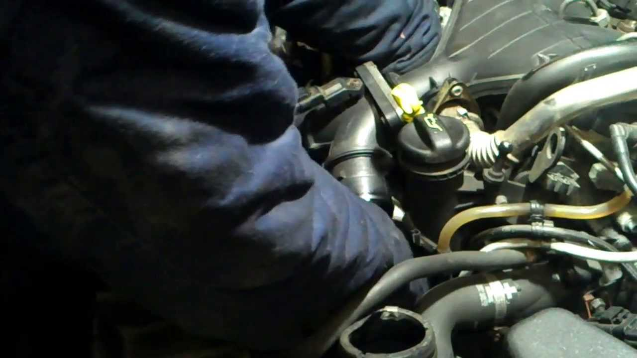Volvo s40 v50 oil filter removal euro4 - YouTube
