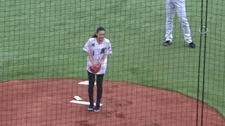 井口資仁選手の娘・井口琳王さんが父の引退試合で始球式を務める!! 井口資仁 検索動画 9