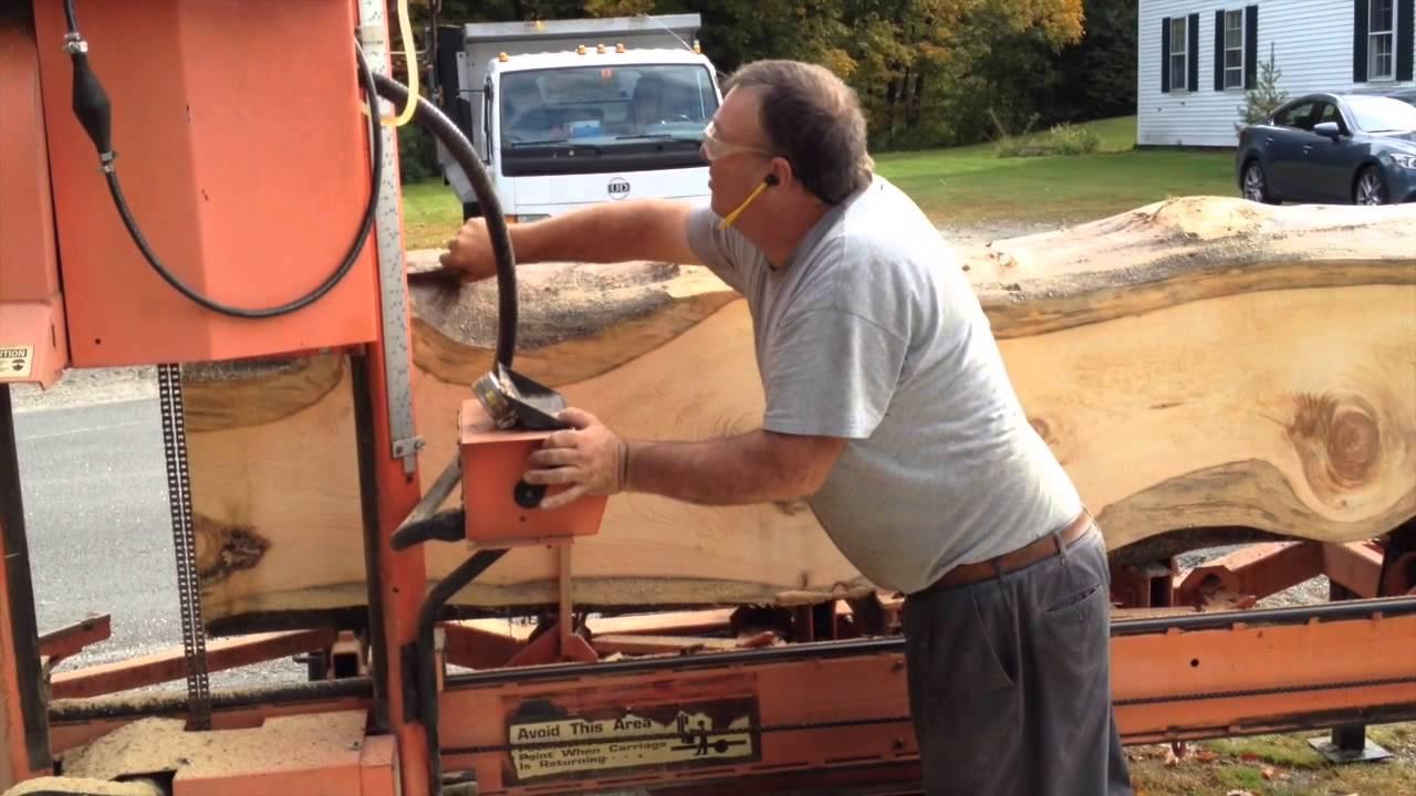 Sawing An Old Pine Log Wood Mizer Portable Sawmill Youtube