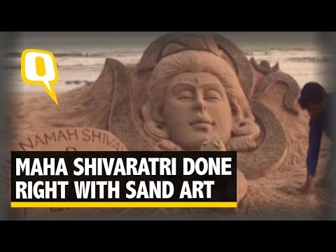 The Quint| Watch: Sand Artist Makes Shivaratri Special at the Puri Beach