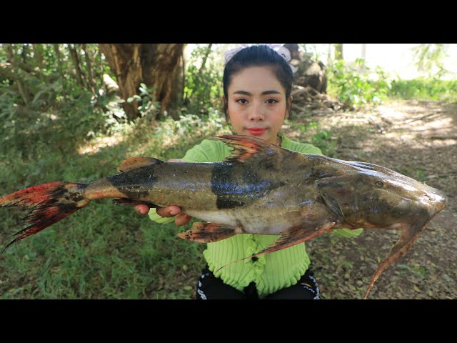 Cooking river fish curry recipe with my sister - Cooking skill