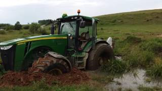 John Deere in the mud vs 2x Tractor Universal 650 p1