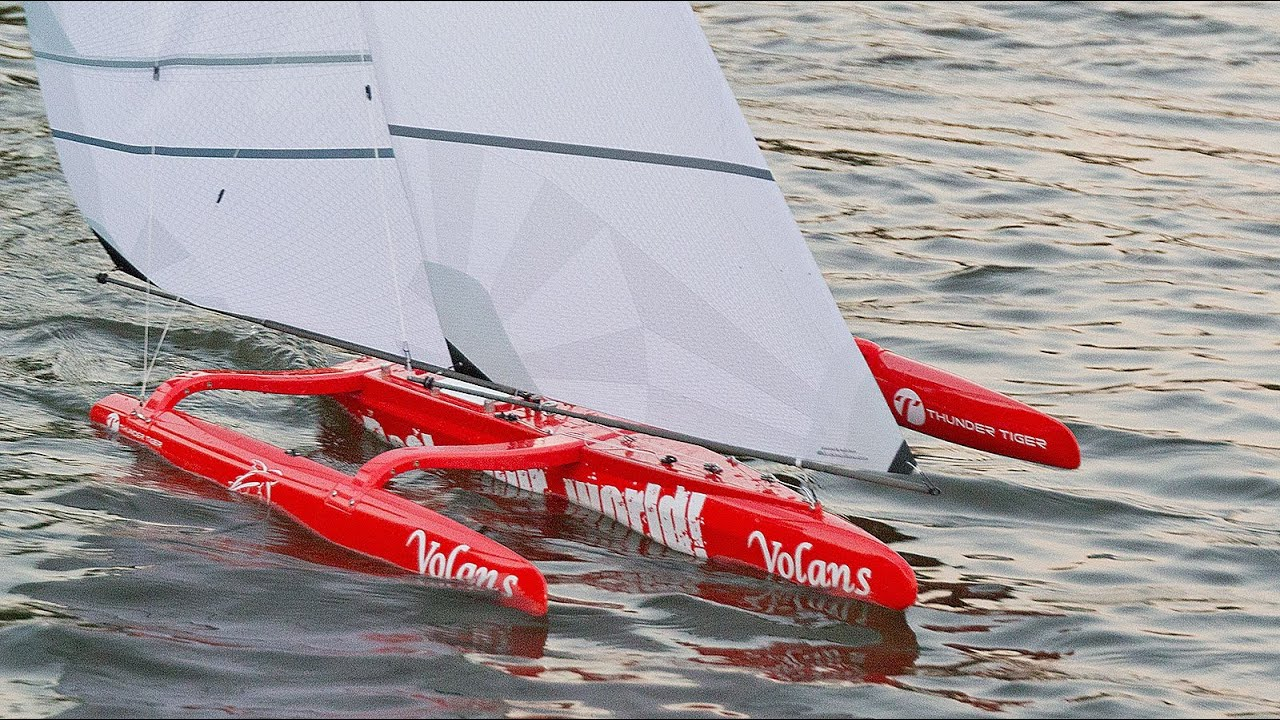 Adventure: Tuning and sailing a trimaran model sailing boat