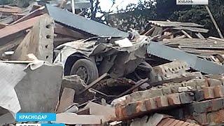 Взрыв газа разрушил частный дом в Краснодаре(, 2016-08-12T17:20:06.000Z)