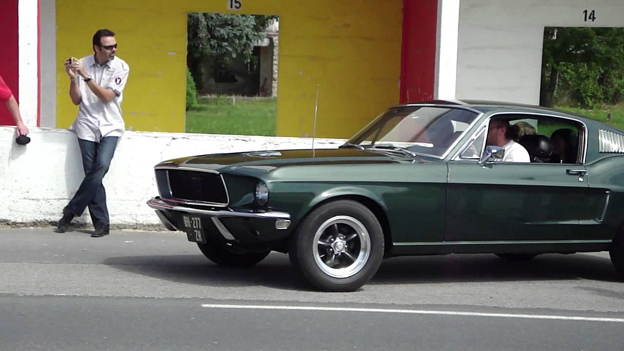 Dodge Charger 1968 Amp Ford Mustang 1968 Bullitt Stand