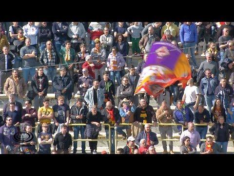 Il Catanzaro Calcio rende omaggio alla Fiorentina e al suo capitano