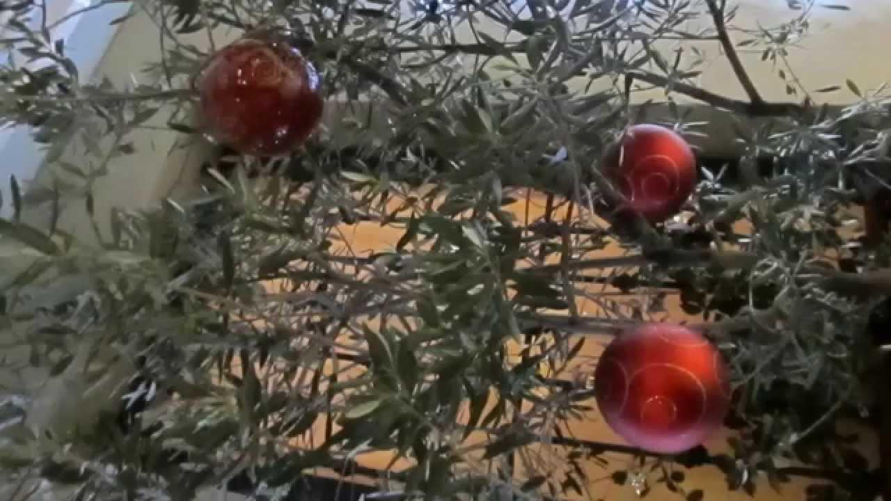 Download Bing Crosby - It's Beginning To Look Alot Like Christmas (1951)
